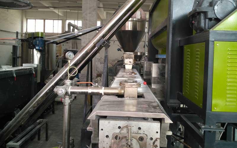 800kg/h PE填料母粒造粒生产线 中国